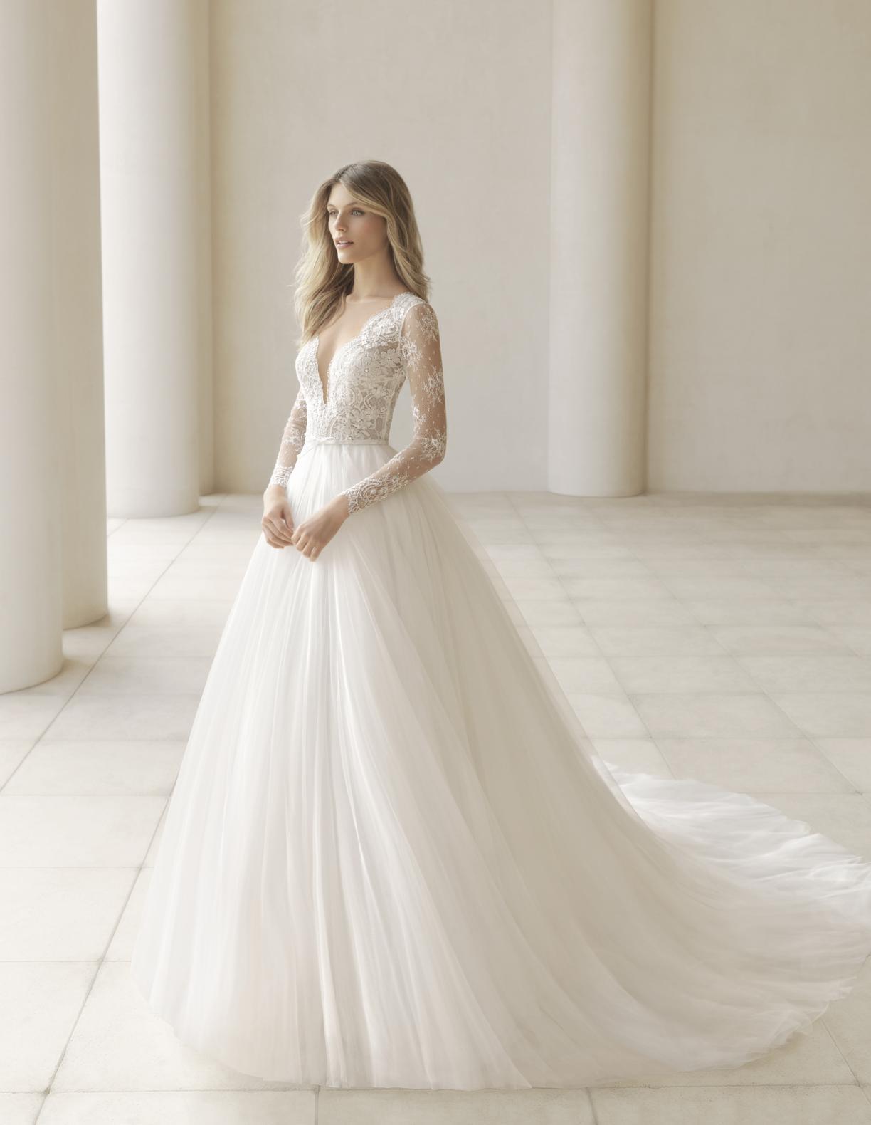 Rosa Clarà Couture. Abito principesco in pizzo e tulle. Abito da sposa ... fd2ec5e7830
