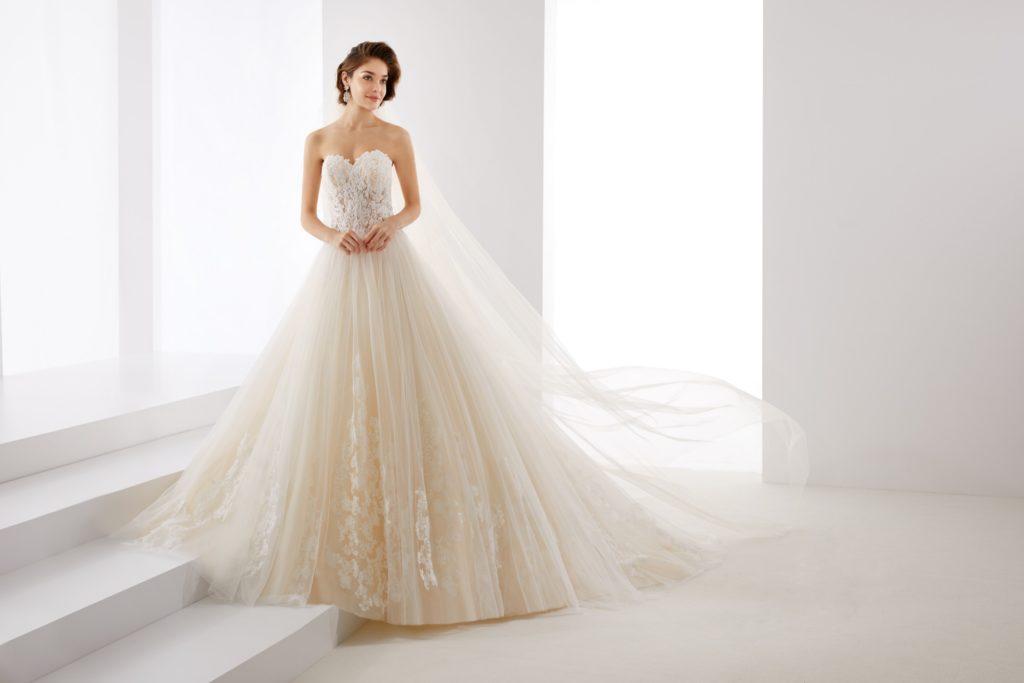 Abito da sposa dalla linea a principessa in tulle e pizzo - Il giardino della sposa ...